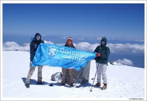 Флаг ВВ на вершине Фудзи