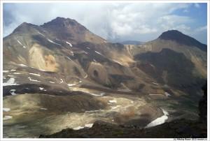 Арагац Северный (слева) с края кратера