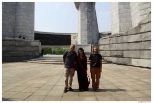 У памятника Чучхе