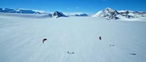 """Кадр из фильма """"Ничейная земля. Экспедиция в Антарктиду"""""""