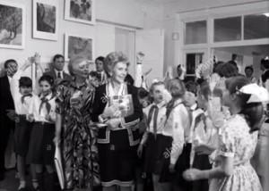 Директор Инна Теплова и жена президента США Ненси Рейган в 29-й спец.школе