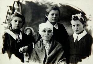 Дочери Ксении Феофановны Демьянок – Римма, Ия и Света