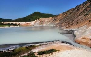 Озеро Кипящее в кальдере вулкана Головнина