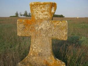 Крест на кладбище села Шестерня